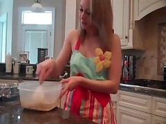 This sexy housewife is making a nice pie from her own scat